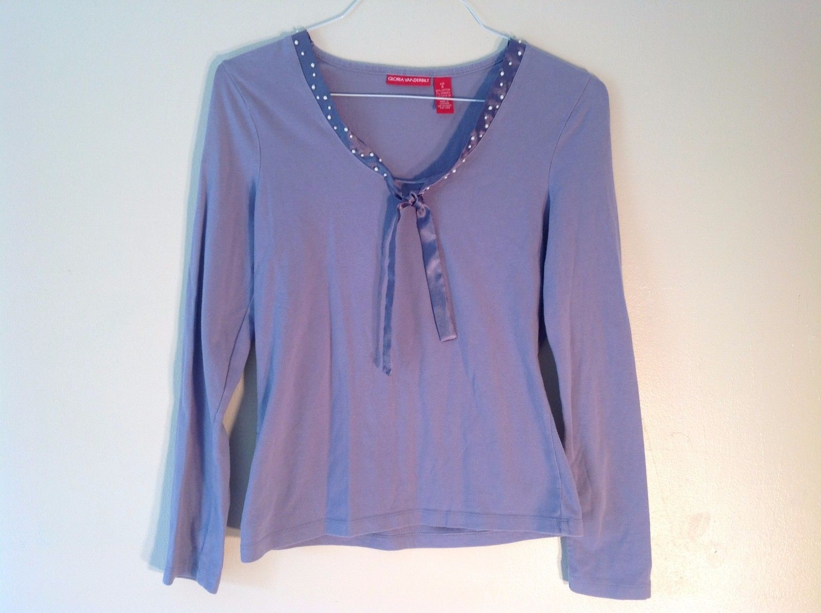 Great Condition Gloria Vanderbilt Small Lavender Long Sleeve Shirt Fake Pearl