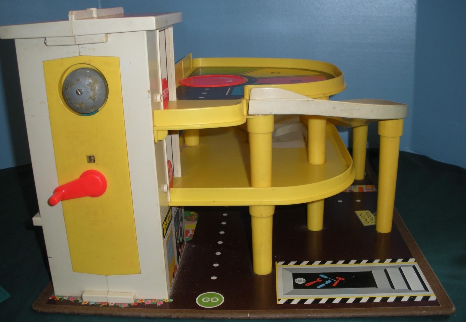 Vintage Fisher Price #930 Garage Complete + Box + Bonus/EXC+++  (T) image 4