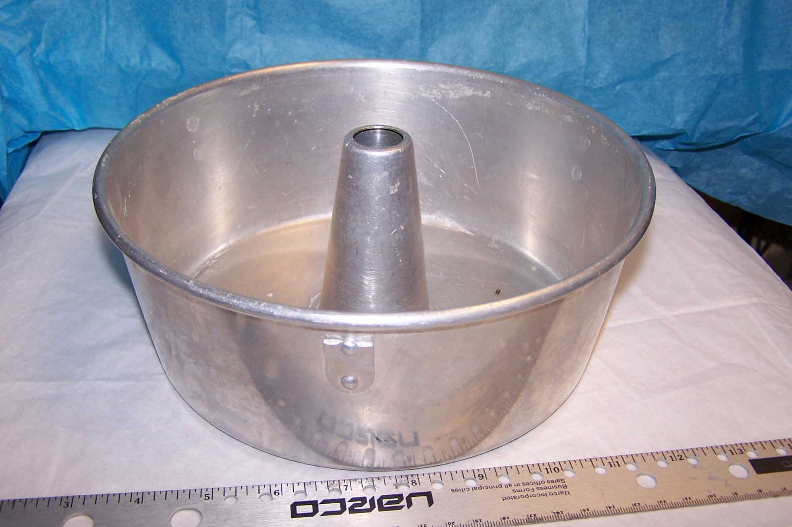Primary image for Vintage Wear Ever Aluminum Angel Food Cake Pan # 1152 U.S.A.