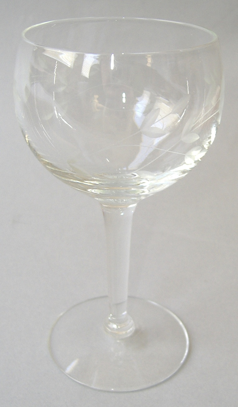 2 princess house heritage balloon wine handblown crystal for Princess housse