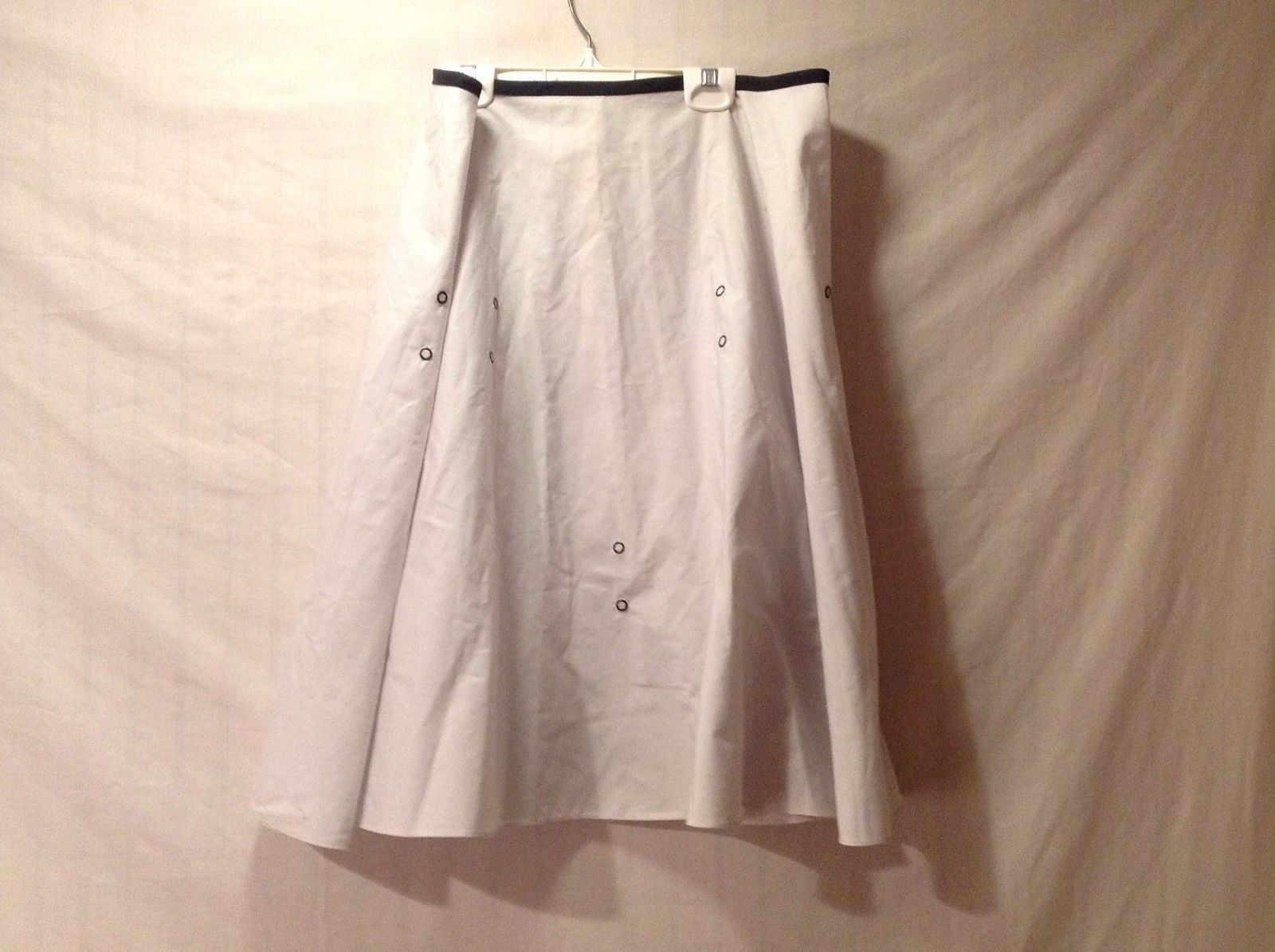 Preowned Good Condition Above Knee Skirt White Skirt Black Piping Size Large