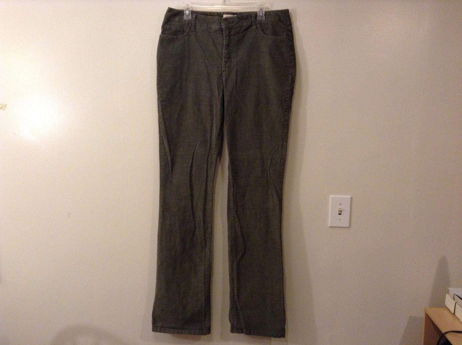 Ladies St. John's Bay Straight Fit Secretly Sender Boot Cut Corduroy Pants 16