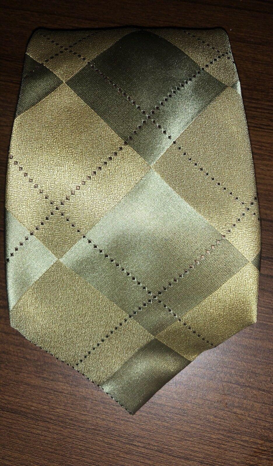 Kenneth Cole Gold Diamond Print Handsome Silk Necktie Tie Handmade
