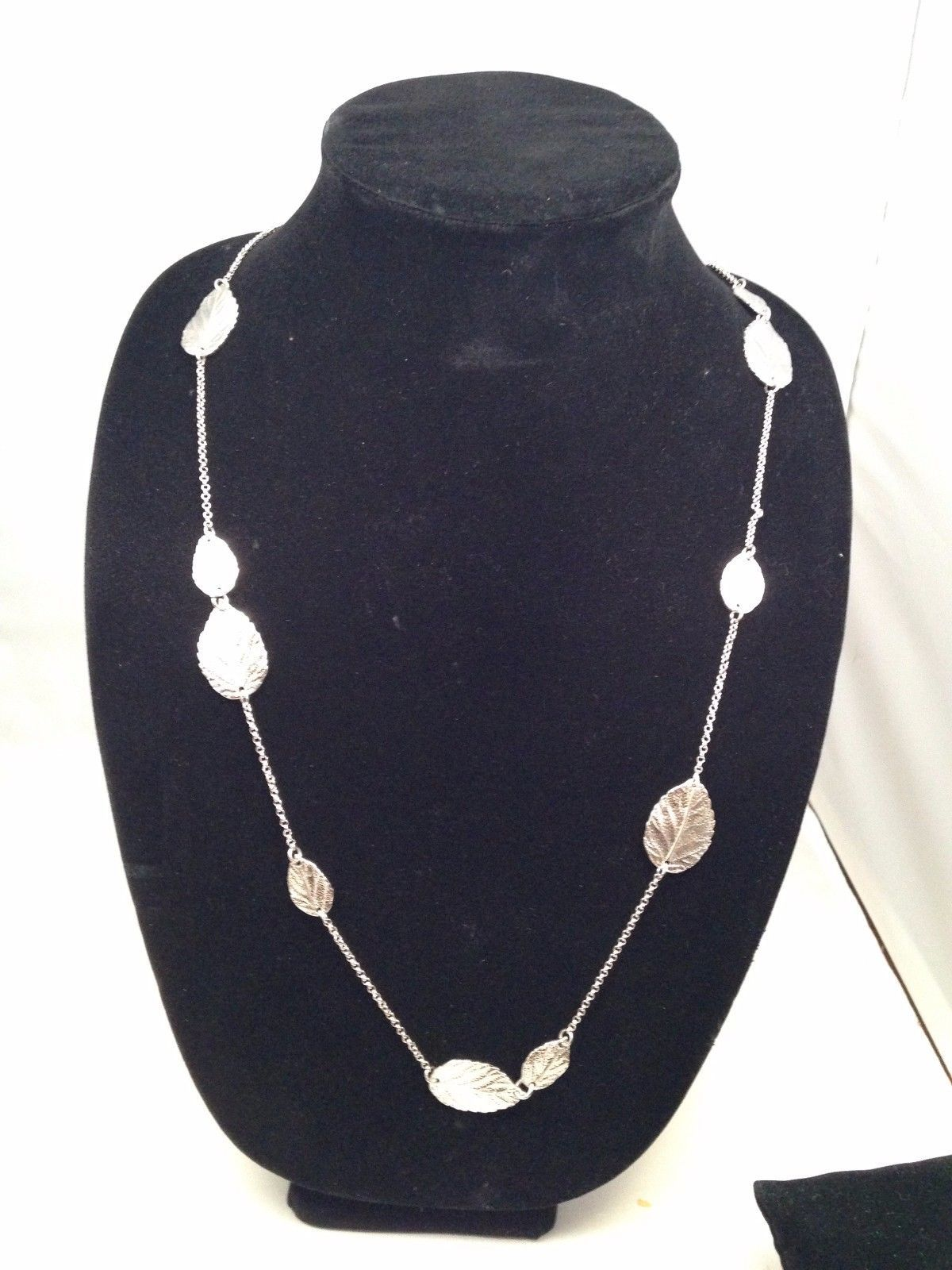 New Cookie Lee Necklace w/ Silvertone Chain and Leaves. Wear Long or Doubled