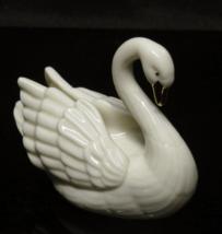 """Lenox Porcelain Swan Figurine 24K Gold Accents 3"""" Wide MINT CONDITION! - $10.00"""