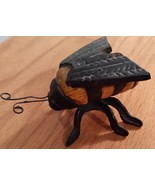 VINTAGE  COLLECTIBLE  CAST  IRON  BEE - $21.99