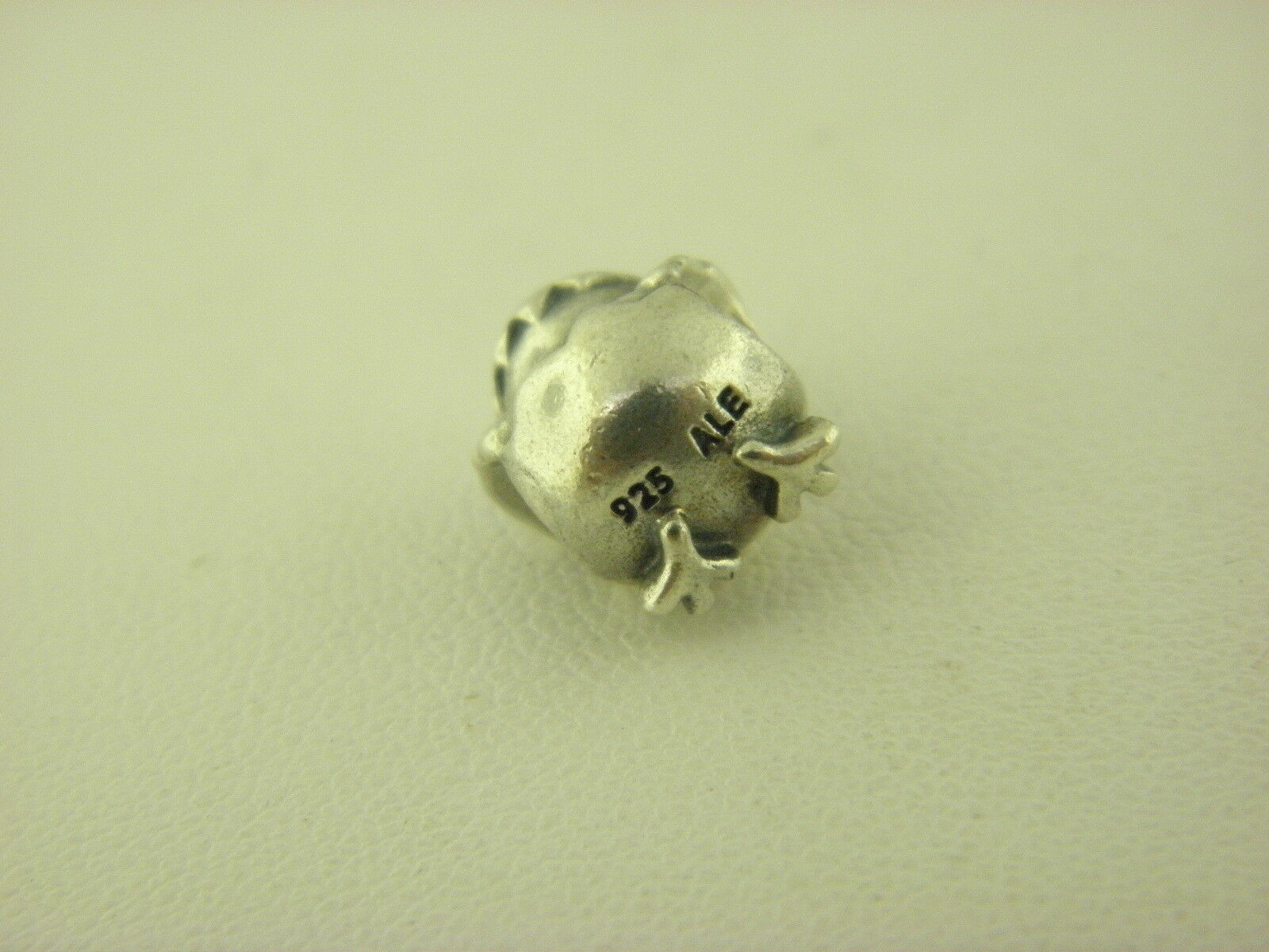 Pandora Hatching Chick Charm in Sterling Silber