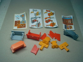 Kinder - K04 8-9 Castle & saloon - complete set + 2 papers + 2 stickers  - $2.50