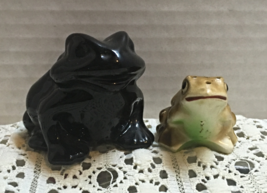 Two Vintage Frog's Salt or pepper   Shaker Collectible Frogs Made in Japan [55] - $7.00
