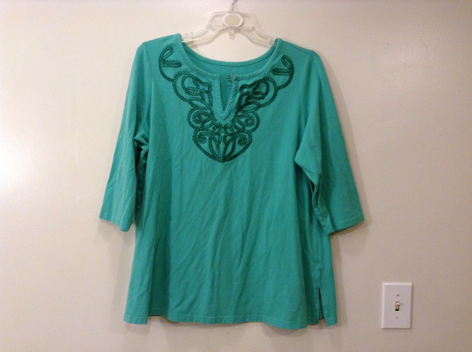 Isaac Mizrahi Live Light Green V-Neck Embroidery T-Shirt Blouse Size 1X