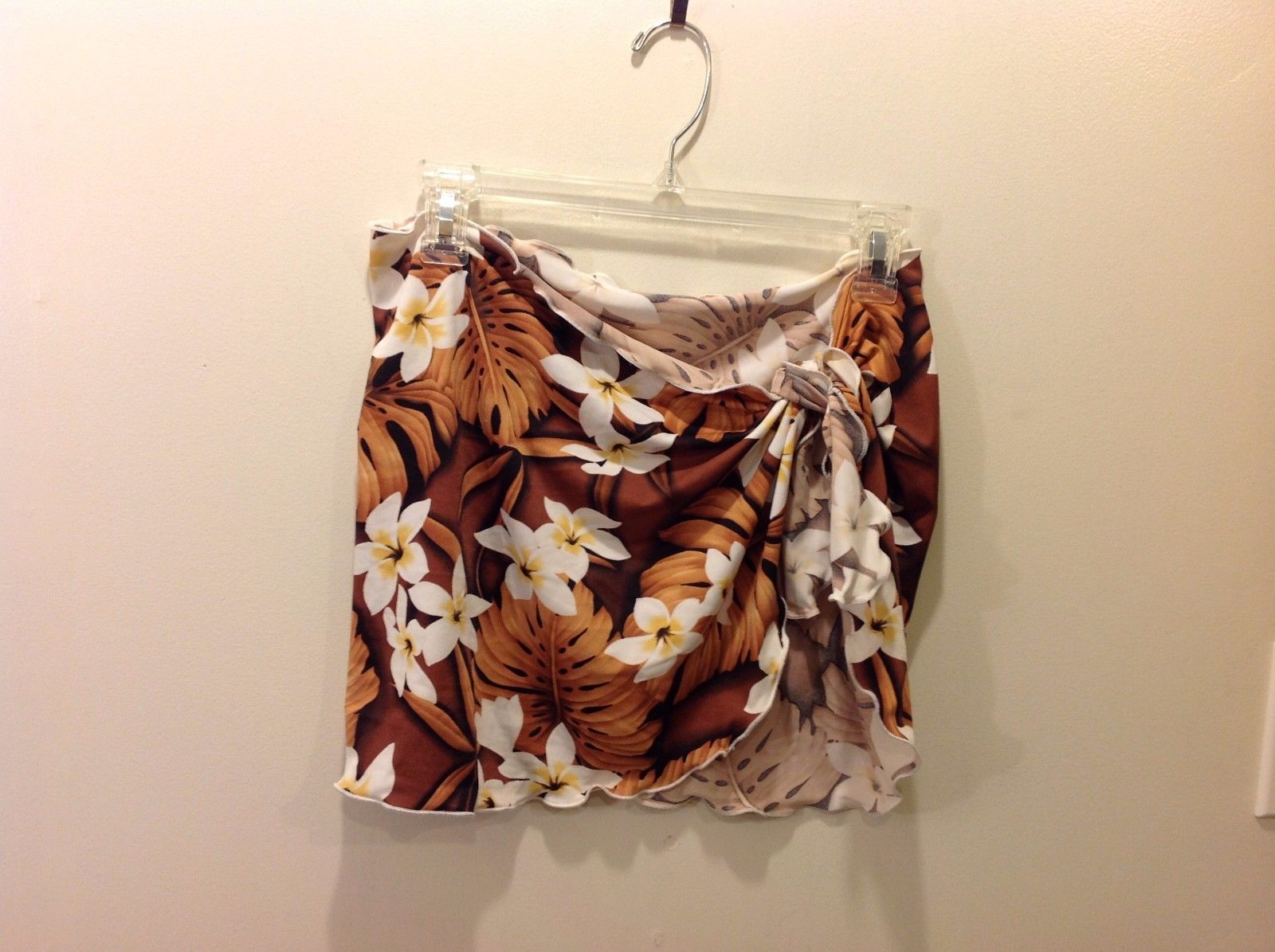 Great Cond. Floral Tropical Pareo White Flowers Orange Brown Leaves Beachwear