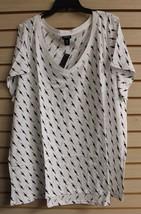New Torrid Womens Plus Size 4X 4 White & Black Lightning Print V Neck Tee Shirt - $29.02