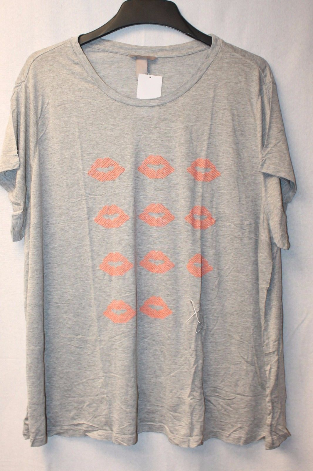 Primary image for NEW H&M WOMENS PLUS SIZE 4X 4XL GRAY W LIP LIPSTICK PRINTS KISSES & XO TEE SHIRT