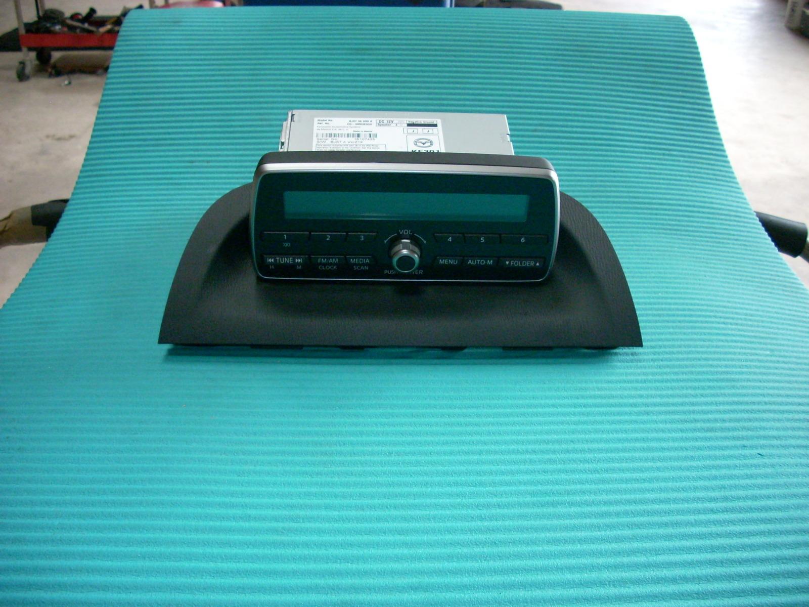 2014 MAZDA 3 RADIO WITH DISPLAY AND CONTROLS  BJS7669R0