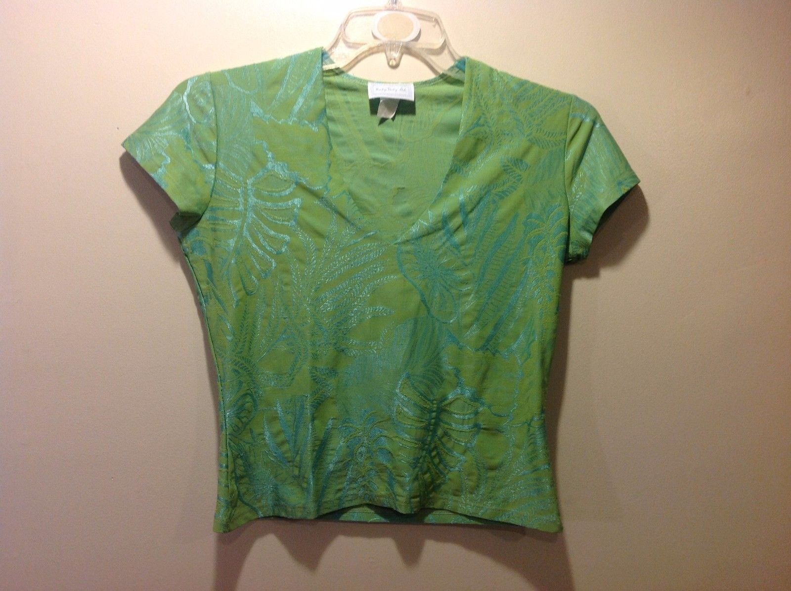 Great Used Condition Hanky Panky Ltd. Medium Live Green V-Neck Tee Tropical