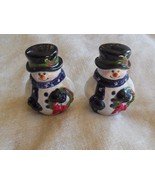 Snowman Salt & Pepper Shakers Carrying Wreaths Holiday/Winter - $12.86