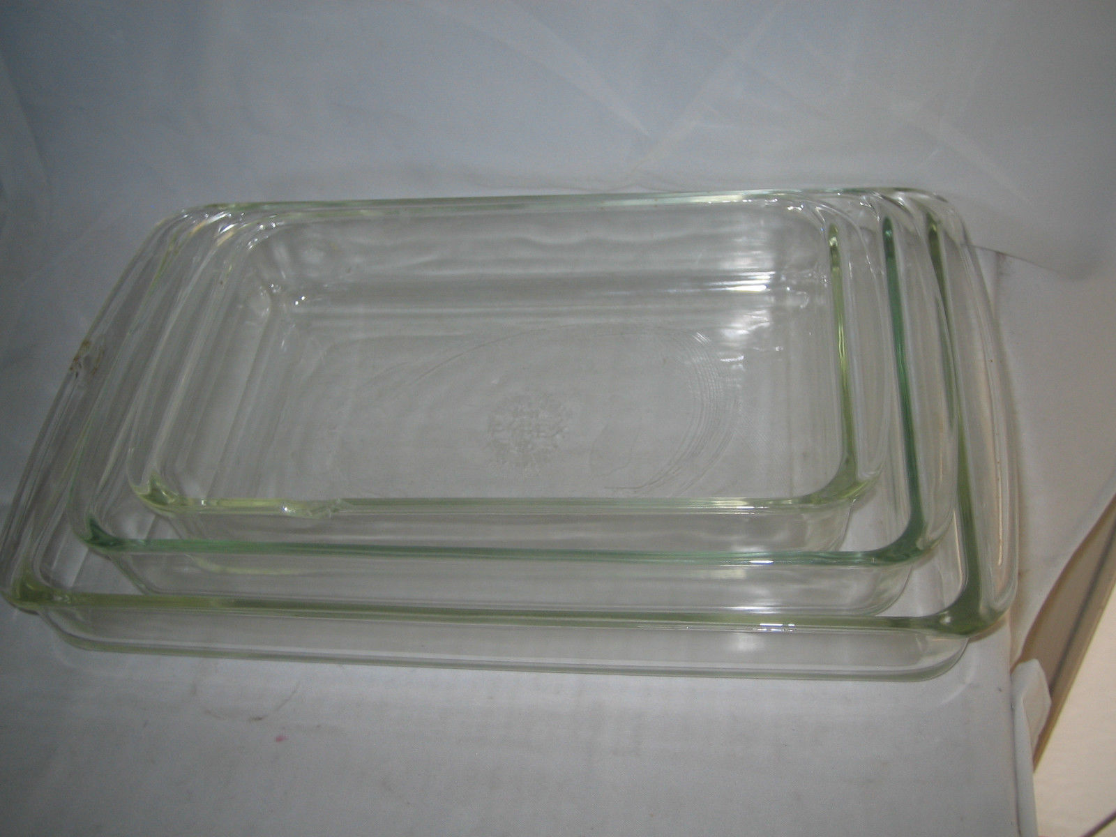 WHITE or BLUE 233-PC *Tab Handles 1 PYREX Bakeware 9 x 13 PLASTIC COVER Choose