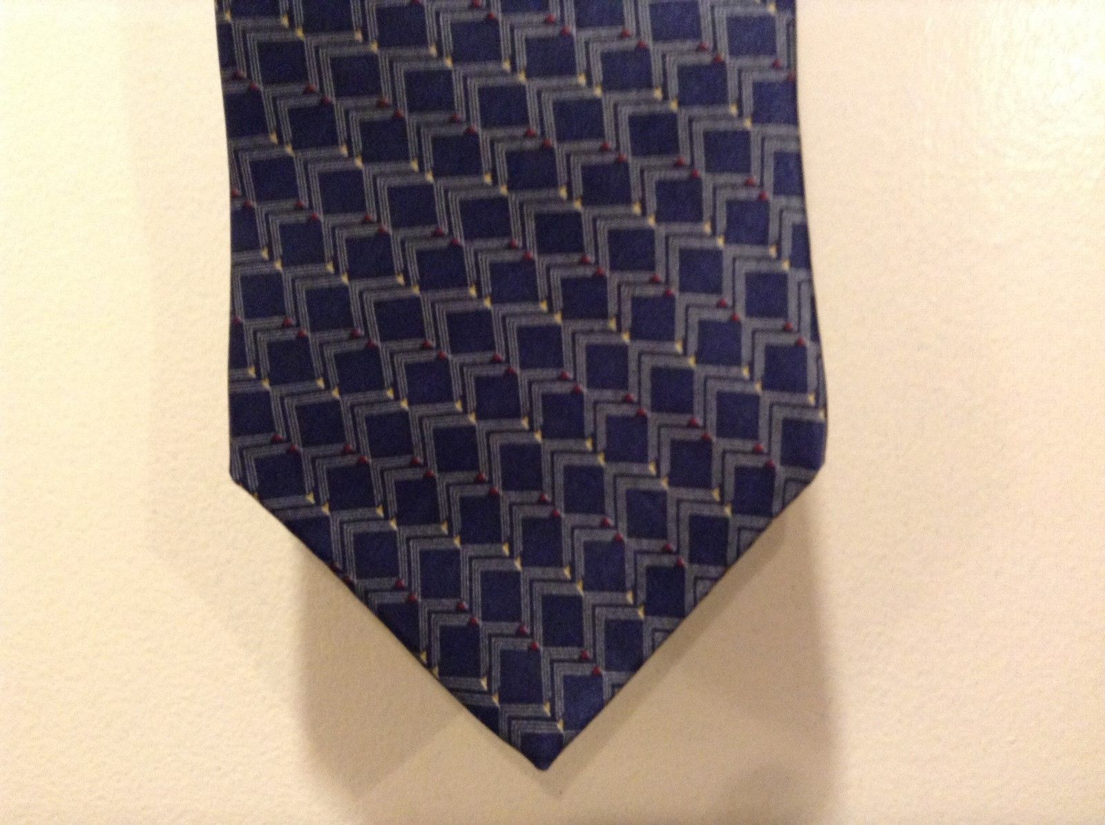 Neo-Bill Blass Navy Blue Tie w Red/Yellow/Gold Triangles