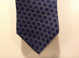 Neo-Bill Blass Navy Blue Tie w Red/Yellow/Gold Triangles - $34.65