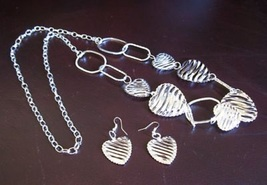 NECKLACE AND EARRINGS 34 IN SILVER PLATED HEART DESIGN NEW #T118 - $13.99