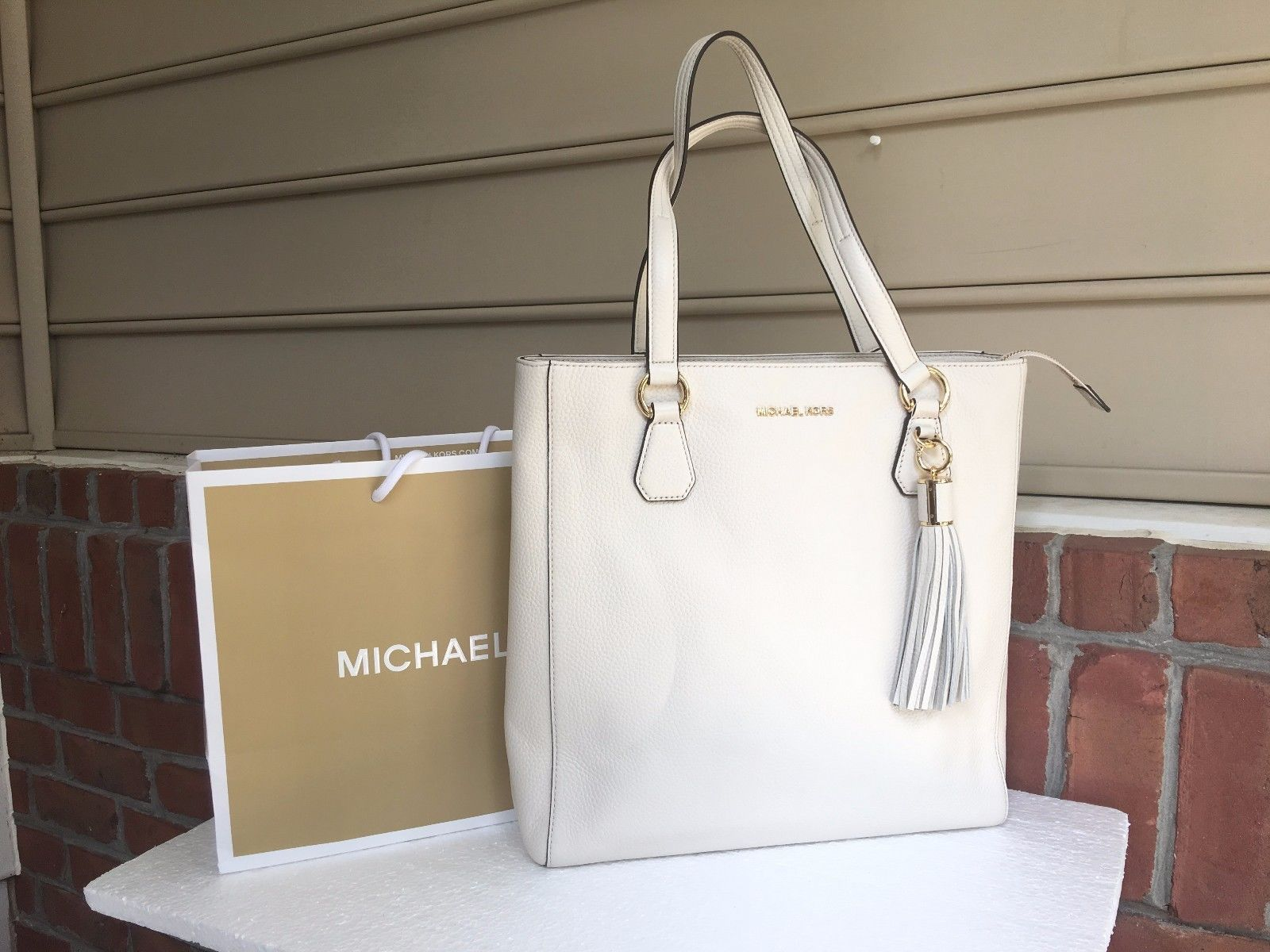 NWT Authentic Michael Kors Ecru Pebbled Lather Bedford Zip With Tassel Tote Bag