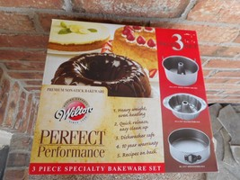 WILTON Perfect Performance 3 Pc Bakeware Set Cake Fluted Springfoam Pan ... - $419,47 MXN
