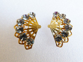 VTG GOLD TONE METAL FILIGREE CLEAR CRYSTAL RHINESTONES FAN EARRINGS - $20.79