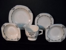 Rare~The Limoges China Co~22 Pc~Usa~Waldorf Crest Pattern~22K Gold~Free Shipping - $109.25