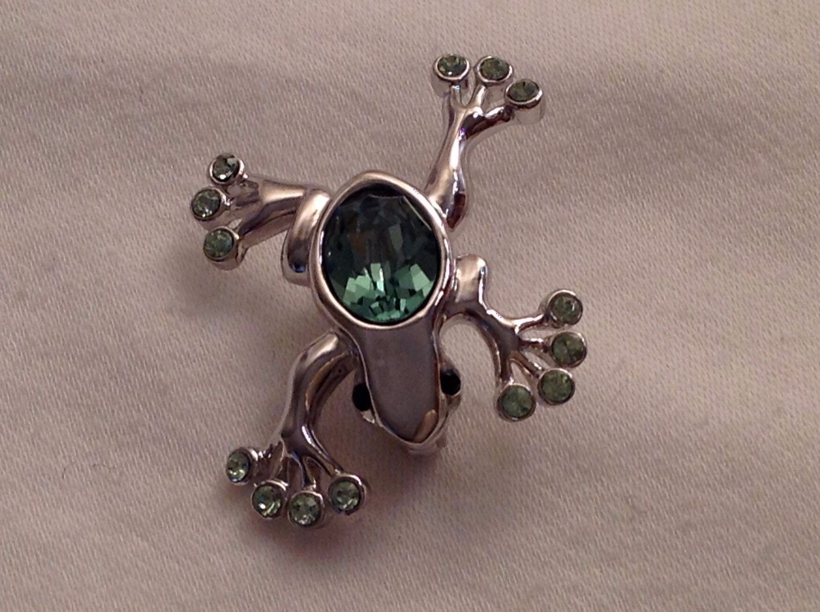 NWT Annaleece Froggy Pin Rhodium Silver Frog Brooch made with Swarovski elements