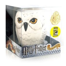 Harry Potter Hedwig Owl Mug & Gold Hogwarts Crest Lapel Pin SDCC Exclusive - $24.95