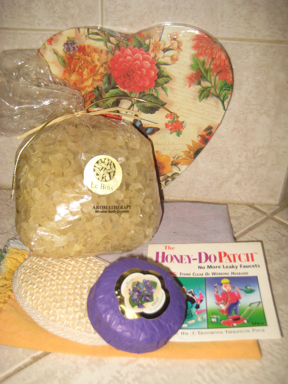 BEAUTIFUL SPA GIFT PACKAGE IN HEART SHAPED BOX - GREAT GIFT!
