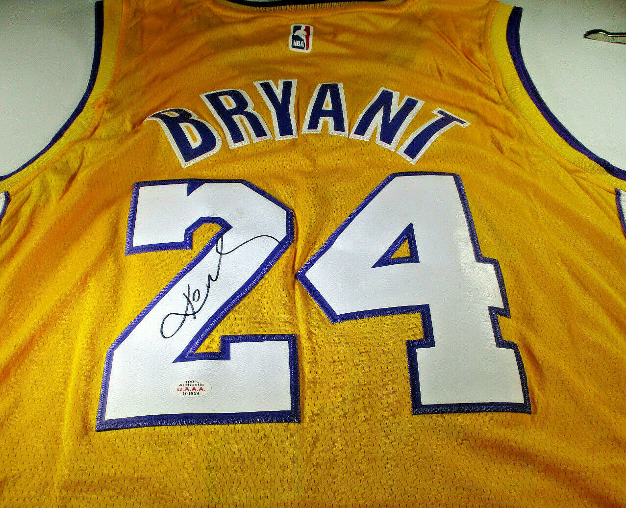 premium selection 1bdc0 f26d6 KOBE BRYANT / AUTOGRAPHED LOS ANGELES LAKERS NBA LOGO