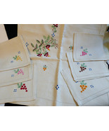 VTG Linen Embroidery Decor Dining Tablecloth & 6 napkins set Holiday berry - $64.35
