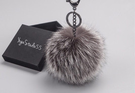 NEW GunMetal™ Silver Fox Color Raccoon Fur Pom Pom bag charm keychain ke... - €31,16 EUR