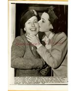 Hedy LaMARR Kissing Mother ORG 1942 PRESS PHOTO G496 - $9.99