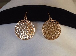 New WithoutTags NWOT Annaleece 22 Karat Gold Dangling Earrings Floral Design