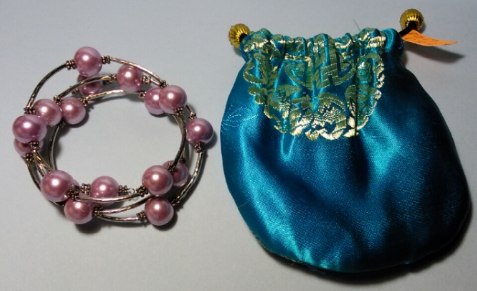 Memory Wire Bracelet -Pale Mauve Pearl by Roaming Oyster