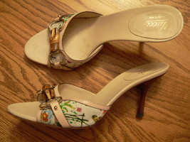 Ladies Gucci Sandals 8 B Made  In Italy Preowned But In Excellent Condition - $120.00