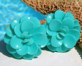 Vintage Lucite Plastic Flower Earrings Turquoise Blue Clips - $16.95