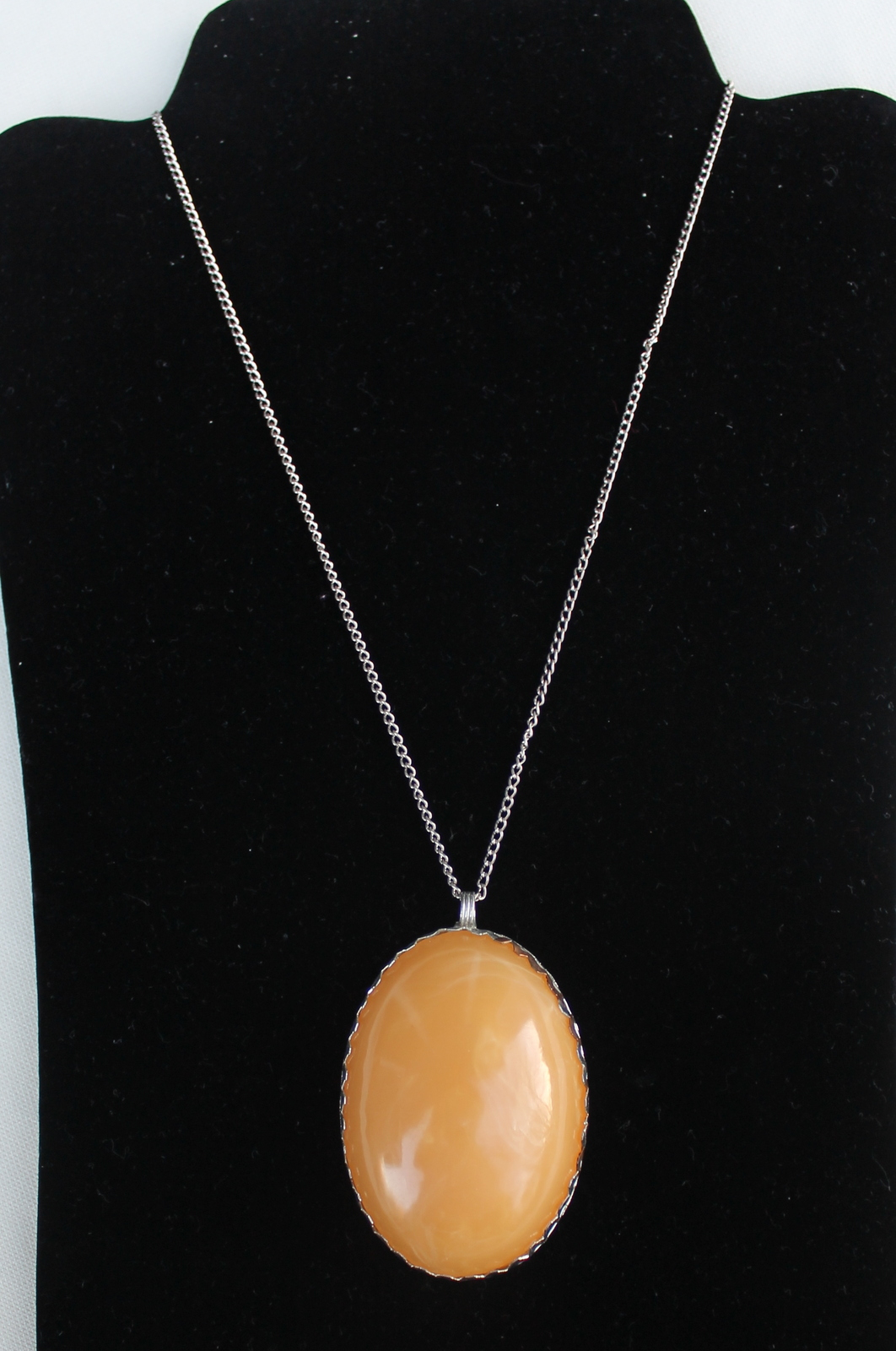 Oval Yellow Gold Glass Pendant Necklace