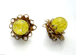 vintage clip earrings yellow lucite cab cabochon flower floral - €6,50 EUR