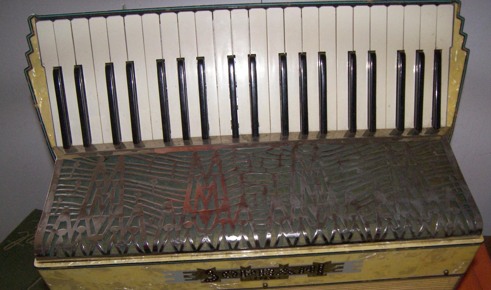 120 Bass Soprani Castello Accordion  1940s Original Vintage With Case