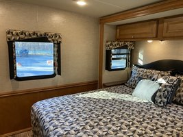2016 Winnebago Vista LX WFE30T for sale by Owner - Todt hill, NY 10314 image 14