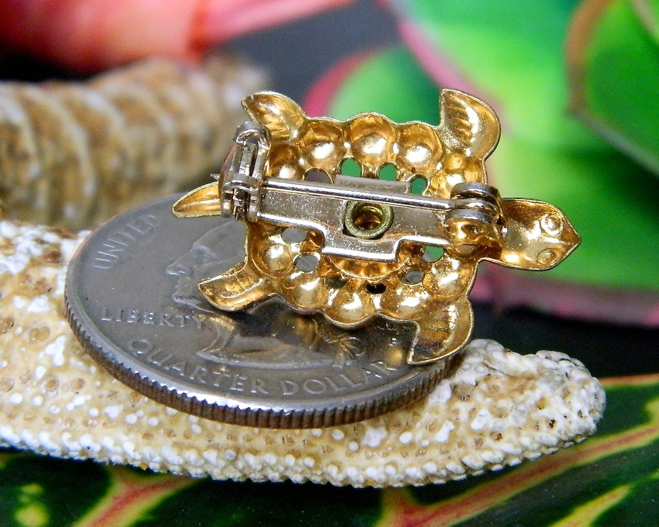 Vintage Sea Turtle Tortoise Flippers Tiny Figural Brooch Pin Gold Tone image 3