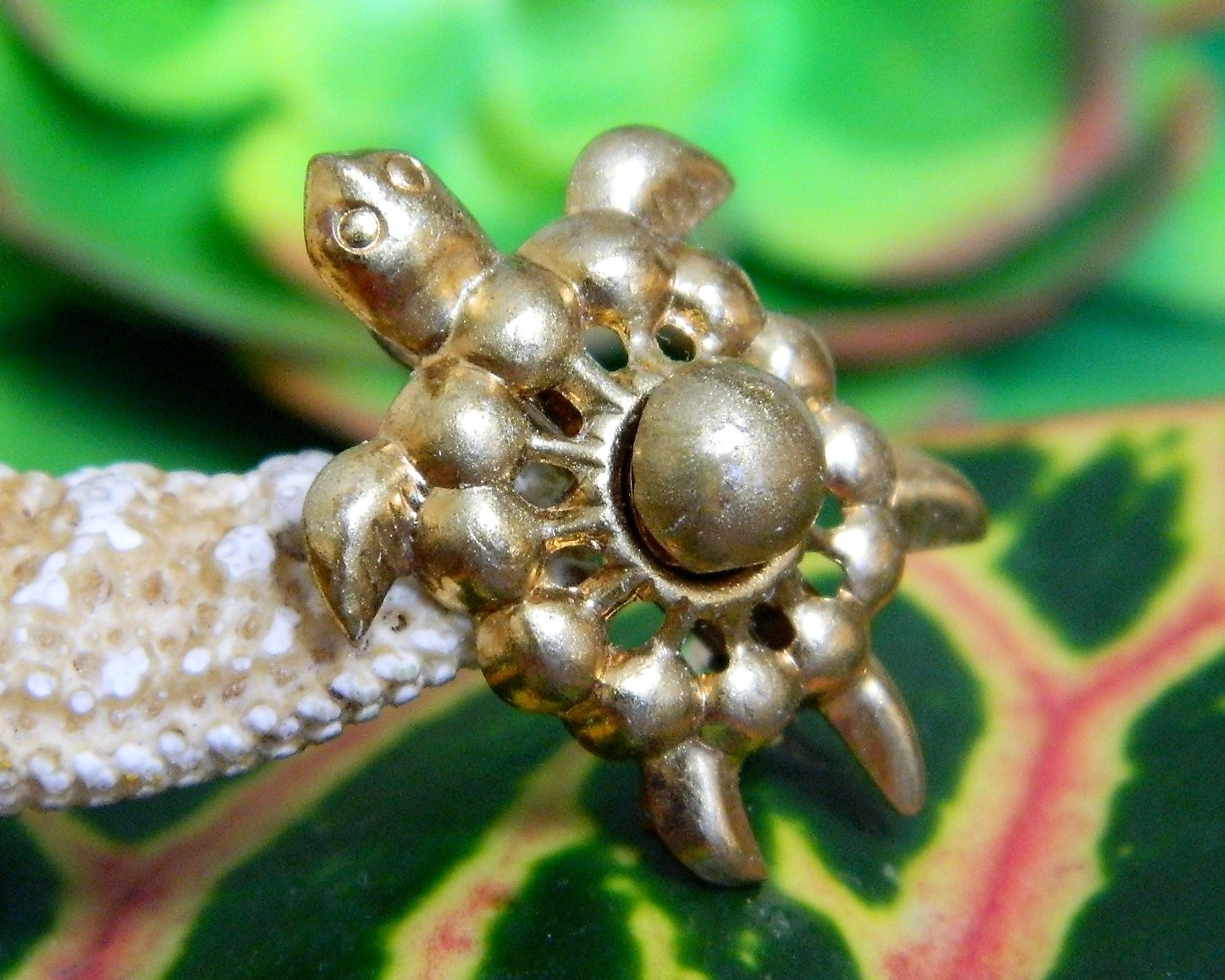 Vintage Sea Turtle Tortoise Flippers Tiny Figural Brooch Pin Gold Tone image 4