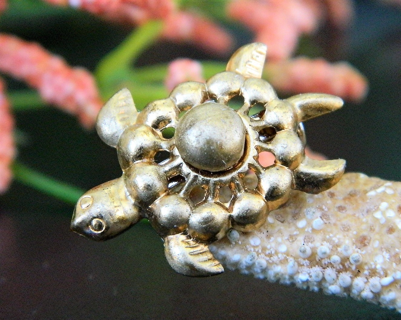 Vintage Sea Turtle Tortoise Flippers Tiny Figural Brooch Pin Gold Tone