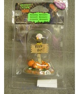 Lemax Spooky Town Halloween Keep Out! Vulture Jack-o-lantern Bones - $4.49