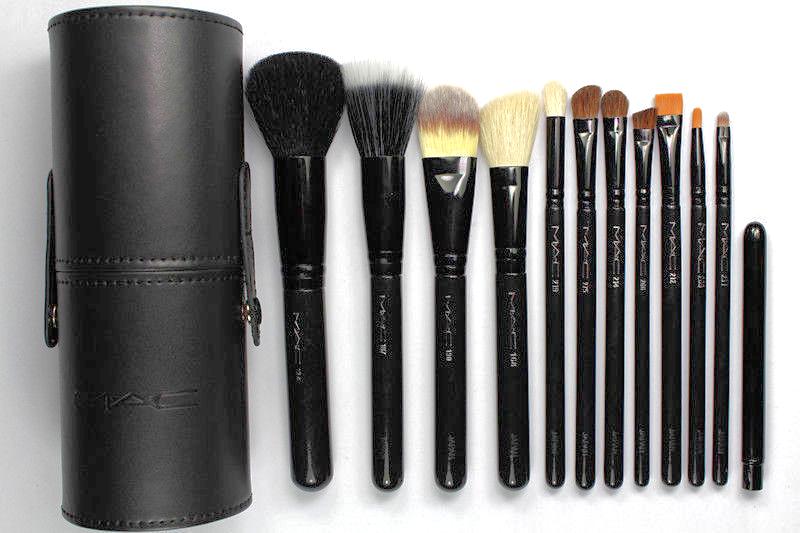 MAC Black Travel Brushes Makeup Brush Set and 50 similar items