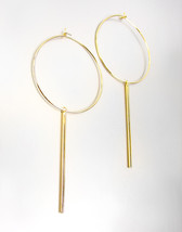 CHIC Lightweight Urban Anthropologie Thin Gold Hoop Stick Dangle Earrings - $323,24 MXN