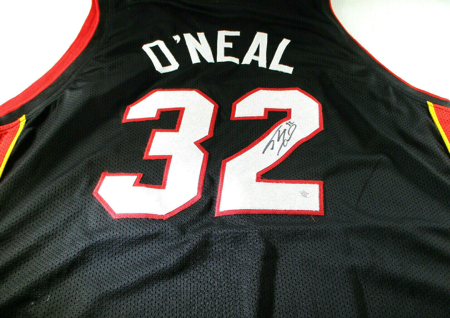 SHAQUILLE O'NEAL / NBA HALL OF FAME / AUTOGRAPHED MIAMI HEAT CUSTOM JERSEY / COA